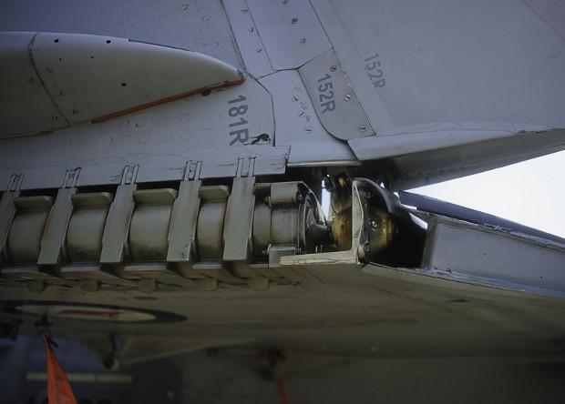 Часть механизма складывания крыла истребителя F/A-18 Super Hornet