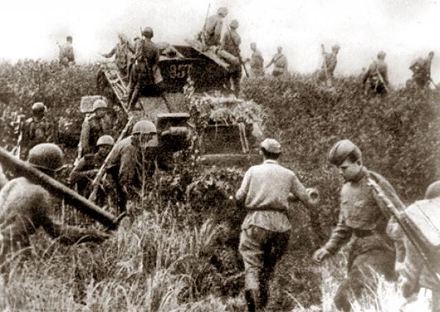Иллюстрация: Mil.ru. Советская пехота переходит границу Маньчжурии