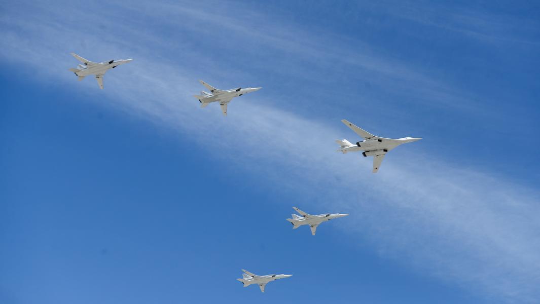 Cтратегический бомбардировщик-ракетоносец Ту-160 и дальние ракетоносцы-бомбардировщики Ту-22М3